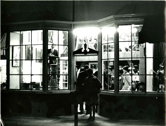 Opening night at Brockman Gallery, 1967. | Photo: Courtesy of the Brockman Gallery Archive.