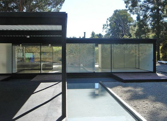 The Bailey House (Case Study House No. 21) by Pierre Koenig.