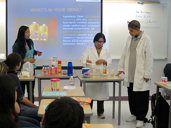 Brenda Manzanárez, RD from the Community Diabetes Initiative of USC teaching ELARA students Andy Acosta and Florisel Rojas how to make their own version of Tampico.