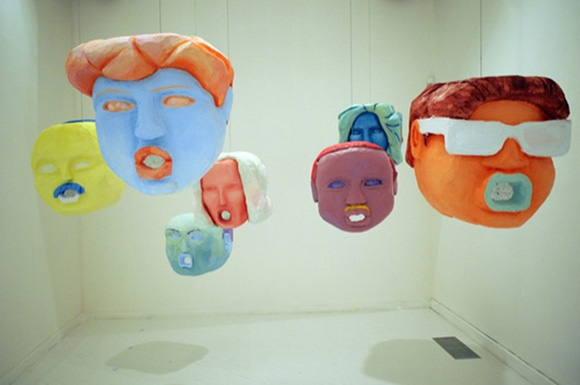"""Beber y leer el Arco iris,"" 2012, Papier-mâché sculptures. Casa América, Madrid. 