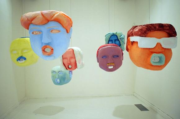 """Beber y leer el Arco iris,"" 2012, Papier-mâché sculptures. Casa América, Madrid. | Photo: Courtesy of the artist."