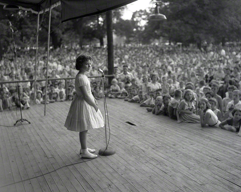Brenda Lee in 1957, at age 12, in her first Nashville performance. Centennial Park. Every Sunday/Nashville Tennessean sponsored a free concert. © Elmer Williams<br />