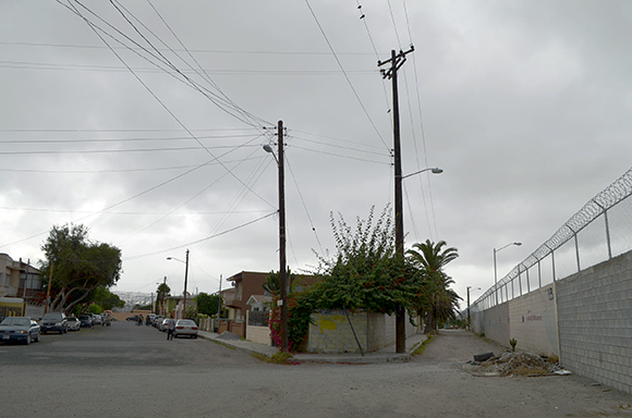 Colonia Federal is seperated by an alley from the southern part of the Border Fence. | Photo: Courtesy of Misael Diaz.
