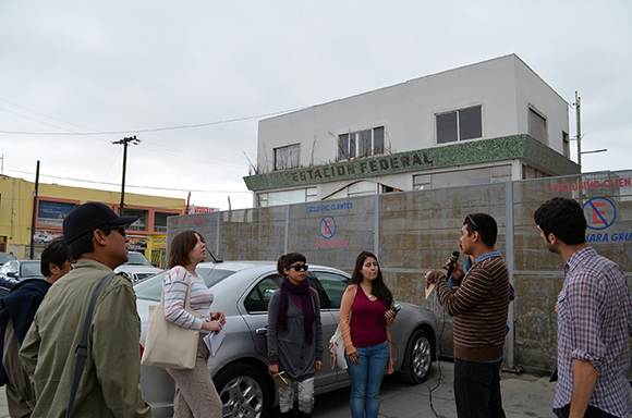 Jhonnatan Curiel speaking about the history of the Colonia Federal. | Photo: Courtesy of Misael Diaz.