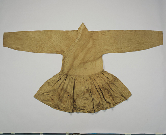 """Cheollik"" by unknown maker (Korea, early 16th century); Silk; 120 x 122.5 cm (47 1/4 x 48 1/4 in.); © The National Folk Museum of Korea, EX.2013.1.14."