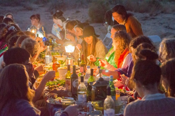 A Women's Dinner in the Desert. | Photo: Thea Lorentzen.