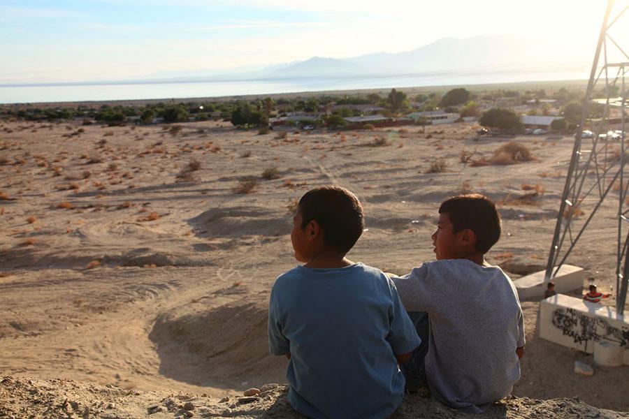 Local kids look at the Salton Sea | Photo: Drew Tewksbury
