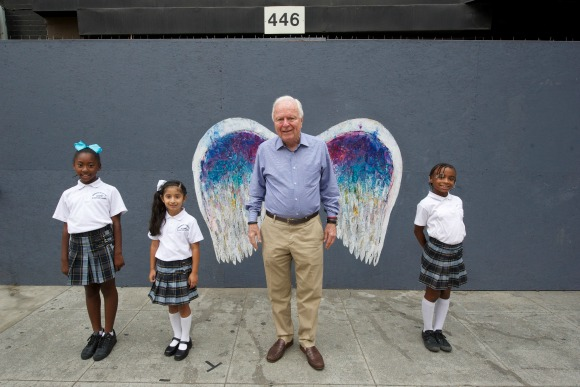 Richard Riordan with Frederick Douglass Academy Elementary students. | Photo: Gary Leonard.