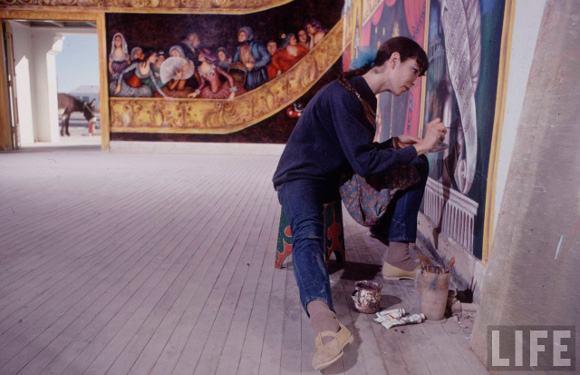 Marta Becket photographed for LIFE Magazine painting the interior murals of the opera house.  | Photo: Vernon Merritt for Life Magazine. © Time Inc.