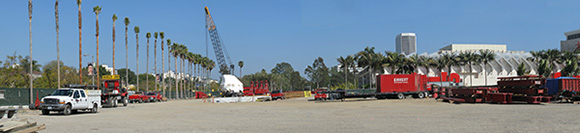Installation of Michael Heizer's Levitated Mass, behind the scenes. | Photo: Down-town Gal