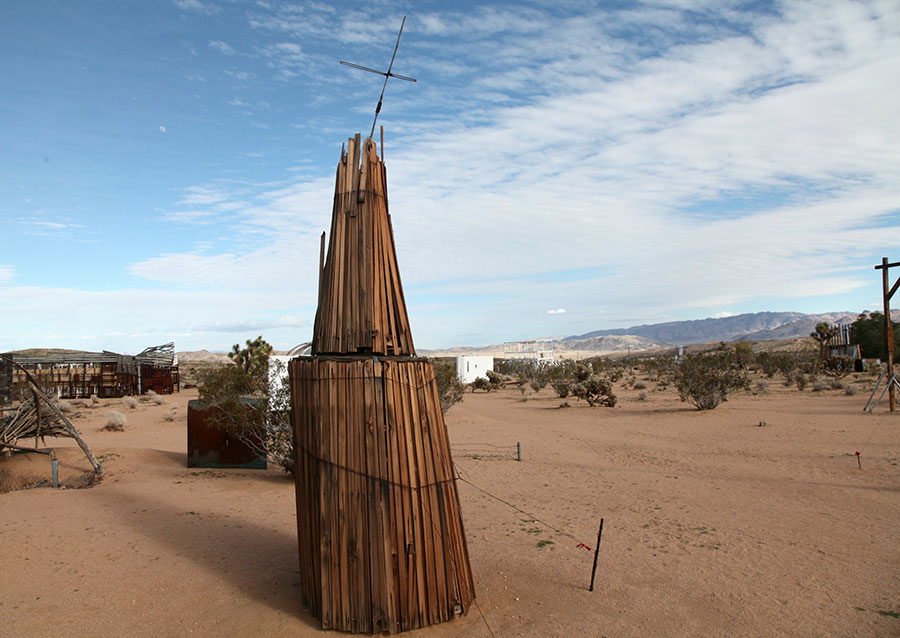 Noah Purifoy sculpture with cross. | Photo: Drew Tewksbury.