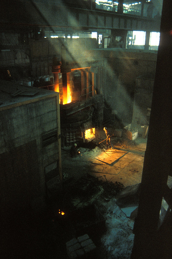 Gary Dwyer working the furnace in Yugoslavia for his public installation piece, 'The place of broken promises' | Photo: Courtesy of Gary Dwyer.