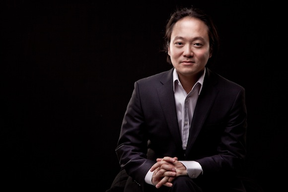 Music Director Scott Yoo. Image courtesy of Festival Mozaic.