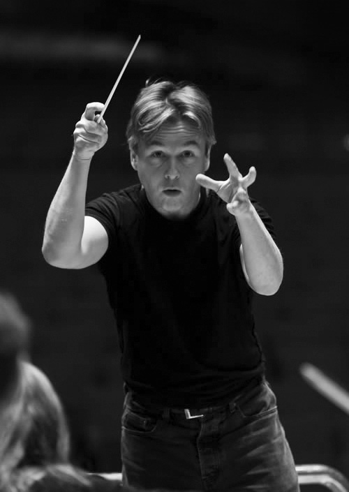 Esa-Pekka Salonen at rehearsals at the Bolm studios | Otto Rothschild Collection/The Music Center Archives.