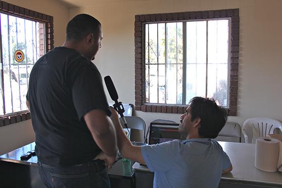 Interview with conference participant. Mercado de Artesanias de La Linea. San Ysidro Port of Entry, Tijuana.   Photo: Mael Vizcarra.