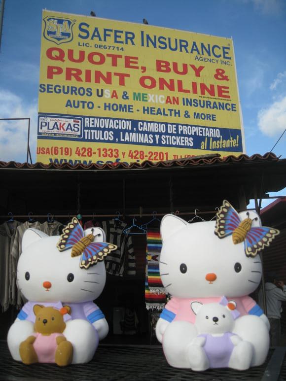 Hello Kitty <em>alcancias</em> being sold at the Mercado de Artesanias de La Linea. | Photo: Misael Diaz.