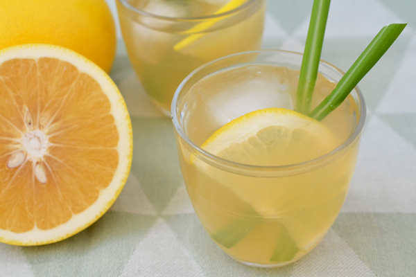 Iced Green Tea with Grapefruit and Lemongrass