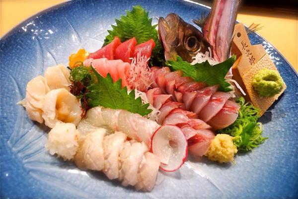 Assorted sashimi | Photo by Asanebo