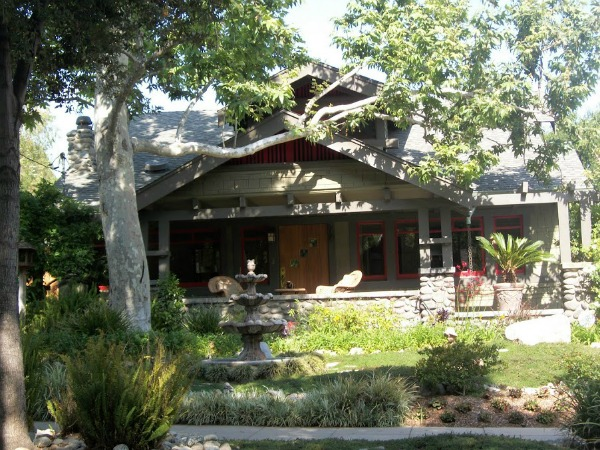 The craftsman homes of pasadena kcet for Craftsman homes for sale in california