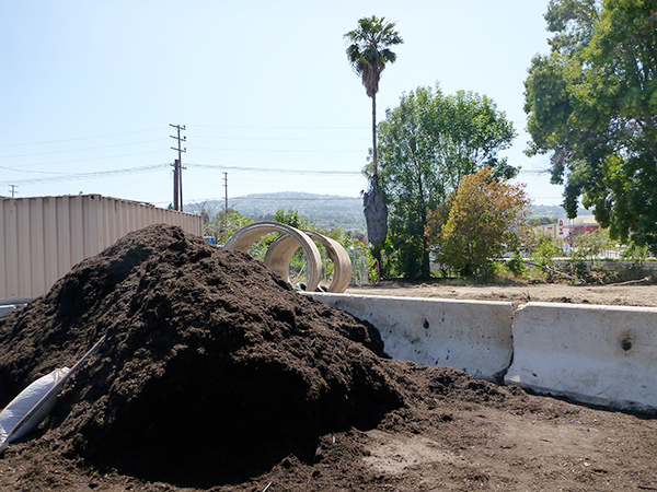 Free mulch at the San Pedro Bureau of Sanitation | Photo by Linda Ly