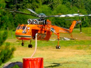 An Erickson Air-Crane refills its tank for more water drops. | Photo: Courtesy Inciweb