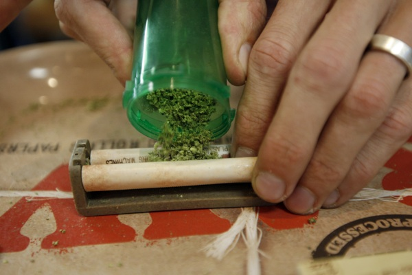 A budtender rolls a marijuana cigarette at Perennial Holistic Wellness Center medical marijuana dispensary in Los Angeles. | Photo: David McNew/Getty Images