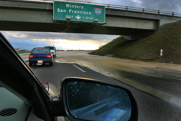 flooding-on-interstate-5-5-11-14-thumb-600x400-73838
