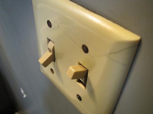 light-switch-12-17-13-thumb-600x450-65939