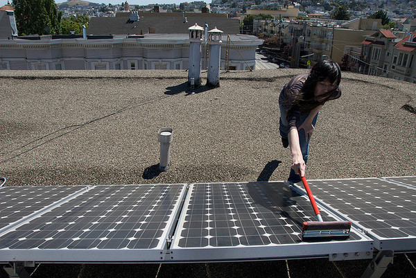 washing-solar-panels-5-6-14-thumb-600x401-73513