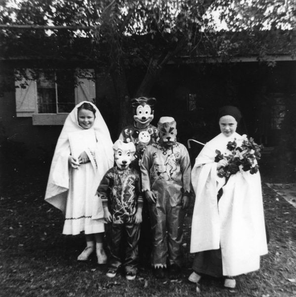 Linda and Mary Buckley, far left and far right, dressed as nuns and ready to trick-or-treat for Halloween in Panorama City, 1957. | Image: courtesy of LAPL.