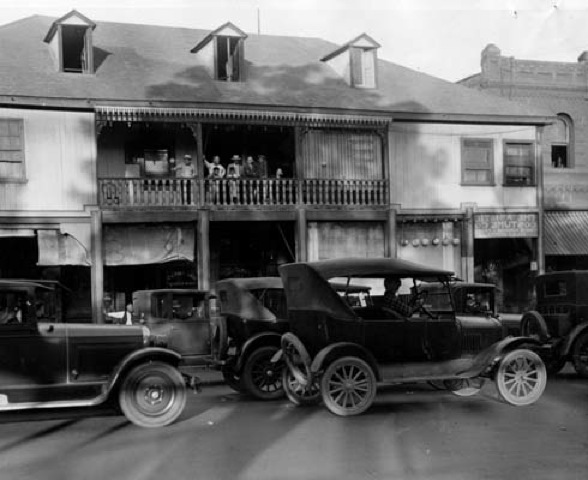Captured in 1927, residents watch from their balcony as cars crowd the streets during the Sacco-Vanzetti protest. | Courtesy of the Los Angeles Public Library
