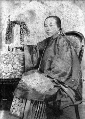 Portrait of a Chinese woman in traditional costume. The first Chinatown population consisted primarily of male laborers, kept separate from their families under the constrictions of early Immigration laws. | Courtesy of the Los Angeles Public Library
