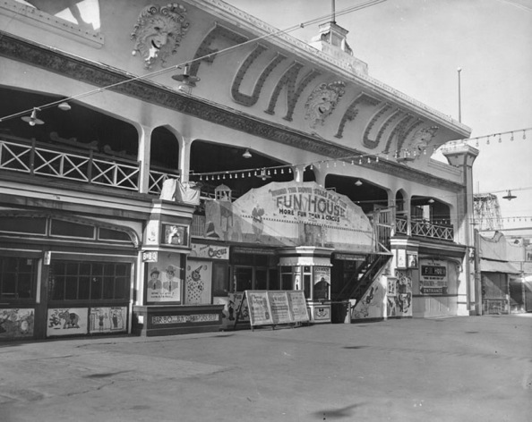 After Coney Island's Dreamland Amusement Park was destroyed in 1911, Abbot Kinney decided to construct its replica on the pier. Fun House was one of them. | Photo courtesy of Los Angeles Public Library