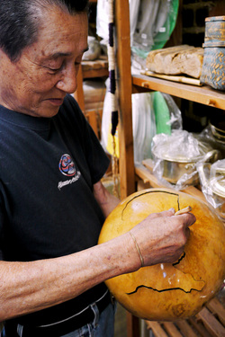 Takatani shows a gourd on which he carved a lid in the shape of the U.S.