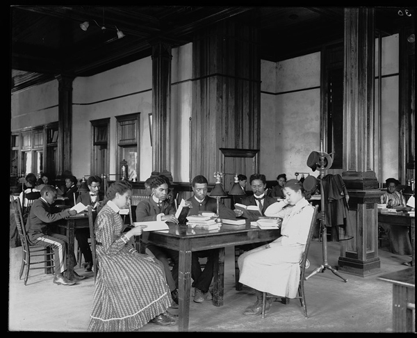 Interior view of the library reading room at the Tuskegee Institute ca. 1902 | Photo: Courtesy of Library of Congress