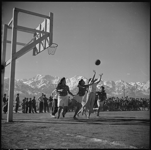 Basketball game at Manzanar, 1943 | U.S. National Archives/Wikimedia Commons