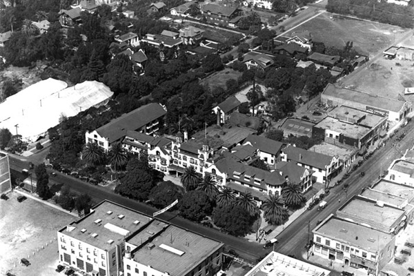 Aerial view of the Hollywood Hotel circa 1930 | Photo: Security Pacific National Bank Collection/LAPL