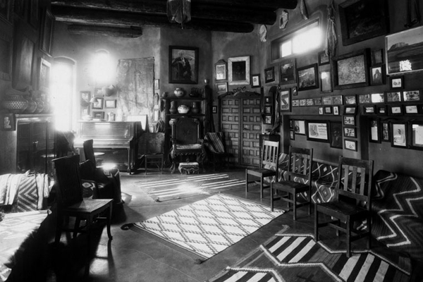 View of living room in Lummis' house 'El Alisal' in Highland Park | Photo: Security Pacific National Bank Collection/LAPL