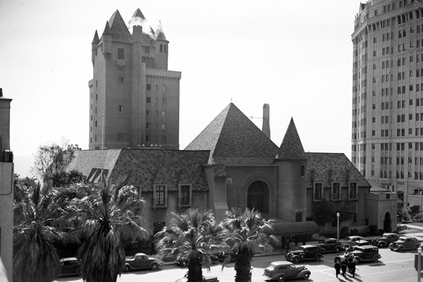 Exterior view of the Pacific Coast Club building on the ocean side of Pacific Boulevard and Hendricks Avenue in Long Beach on February 14, 1938. |Photo: LAPL