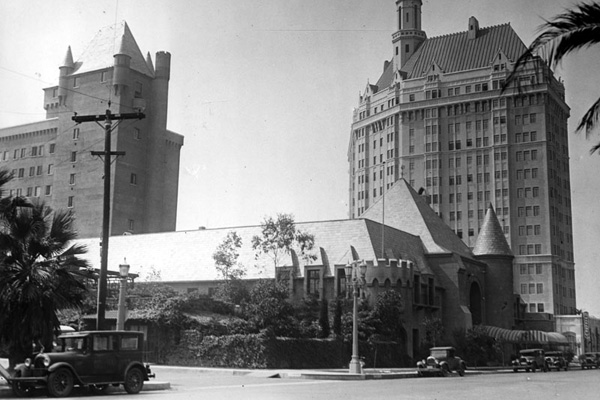 A street view of the Pacific Coast Club in Long Beach and the Villa Riviera Hotel which towers over the club on the right. | Photo: Security Pacific National Bank Collection/LAPL