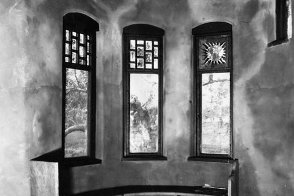 Interior view of Charles Lummis' house | Photo: Security Pacific National Bank Collection/LAPL