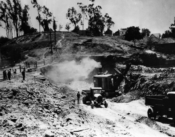Excavating during the construction of the Pacific Electric Railway subway tunnel at Glendale Boulevard and First Street | Security Pacific National Bank Collection, courtesy of the Los Angeles Public Library