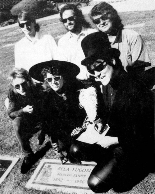 The Cramps singing their recording contract with Enigma Records at Bela Lugosi's grave