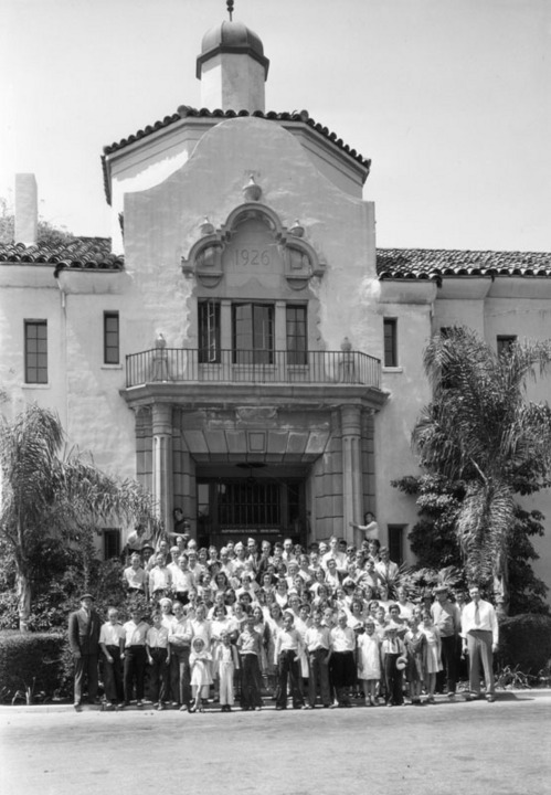 Members of a 4-H Club in front of the Administration Building at Los Angeles County Farm | Photo: Security Pacific National Bank Collection, Los Angeles Public Library