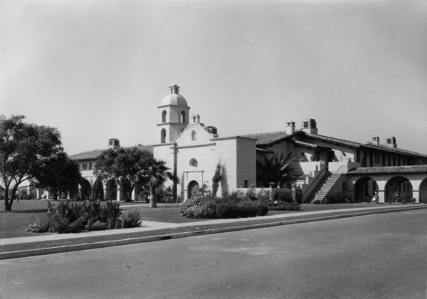 Exterior view of the Medical Building at the Los Angeles County Farm in Downey, 1933 | Photo: Security Pacific National Bank Collection, Los Angeles Public Library
