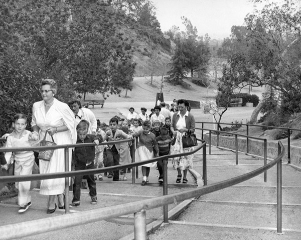 Elementary school children and teachers at L.A. Zoo entrance, 1958 | Photo: Valley Times Collection, Los Angeles Public Library