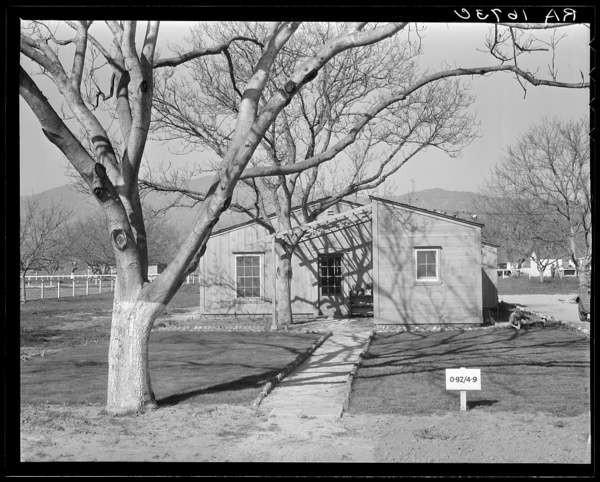 Photo by Dorothea Lange. Courtesy of Library of Congress, Prints & Photographs Division, FSA/OWI Collection, [LC-USF34-T01-001709]