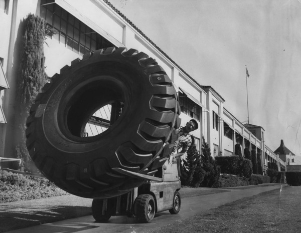 38-ply heavy duty tire in front of the Firestone plant, 1964 | Photo: Herald-Examiner Collection, Los Angeles Public Library