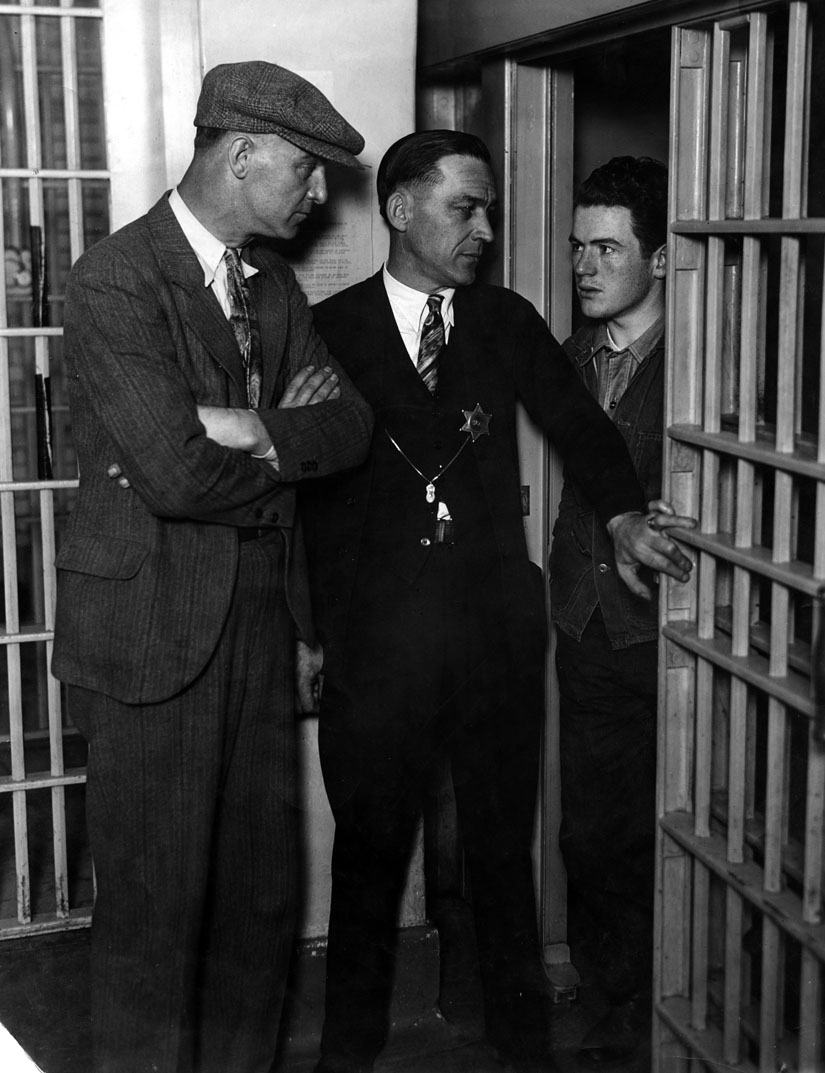 Hickman in jail | Photo: Los Angeles Public Library