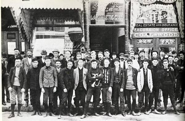 Members pose in front of the club's original location on Spring Street | Photo: Courtesy of the L.A. Athletic Club